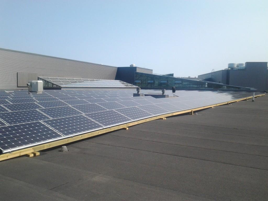 Aurinkosähkö katolla. Aurinkovoimala 66kw